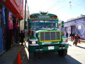 Das Fortbewegungsmittel für Hartgesonnene: Mit dem Hühnerbus kommst Du in Guatemala fast überall und sehr oft hin