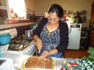 China bereitet unser Weihnachtsessen (Tamales) vor