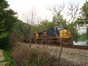Güterzug der CSX Railroad bei Ohiopyle. Sie messen teilweise mehr als 3000 Meter Länge!