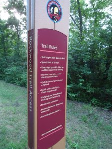 Verhaltensregeln auf dem GAP Bike Trail: Alkohol ist verboten! Höchstgeschwindigkeit 15 mph, nach dem Dein Hund: mußt Du saubermachen.