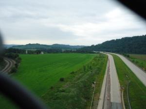 Es geht über grandiose Viadukte! Hier bei Meyersdale: links die CSX Railroad, rechts ein Highway
