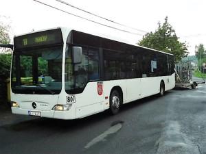 Stadtbuslinie mit Radanhänger