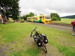 """Eine umgebaute Brotbüchse """"Regionnova"""" mit ausreichend Fahrradstellplätzen"""