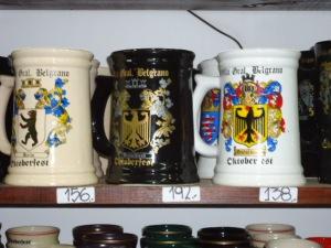 Bierkrüge mit Wappen der Bundesländer